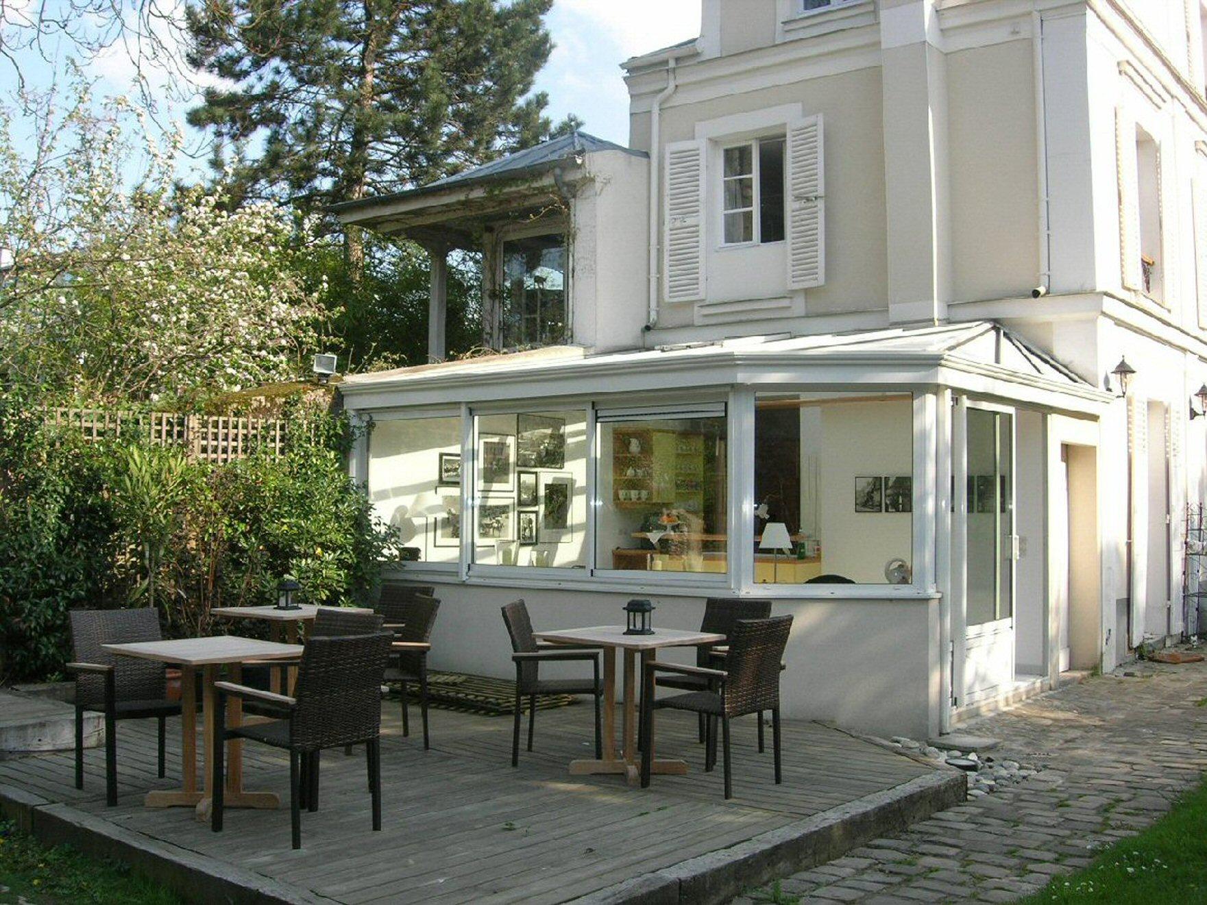 villa montmorency. Black Bedroom Furniture Sets. Home Design Ideas